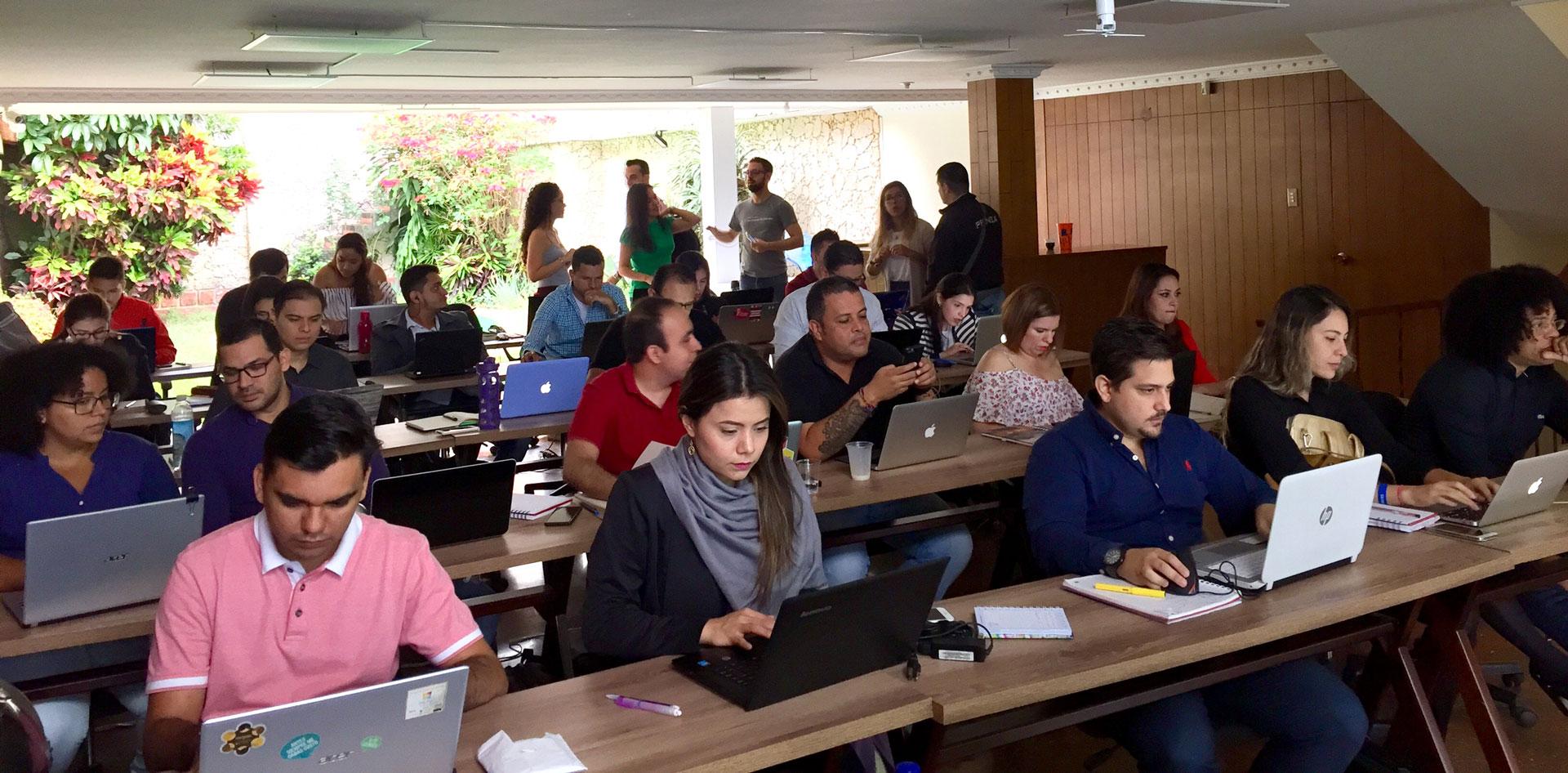 https://suricatalabs.com/wp-content/uploads/2018/05/Construcción-de-Modelos-de-Negocio-de-suricata-labs.jpg