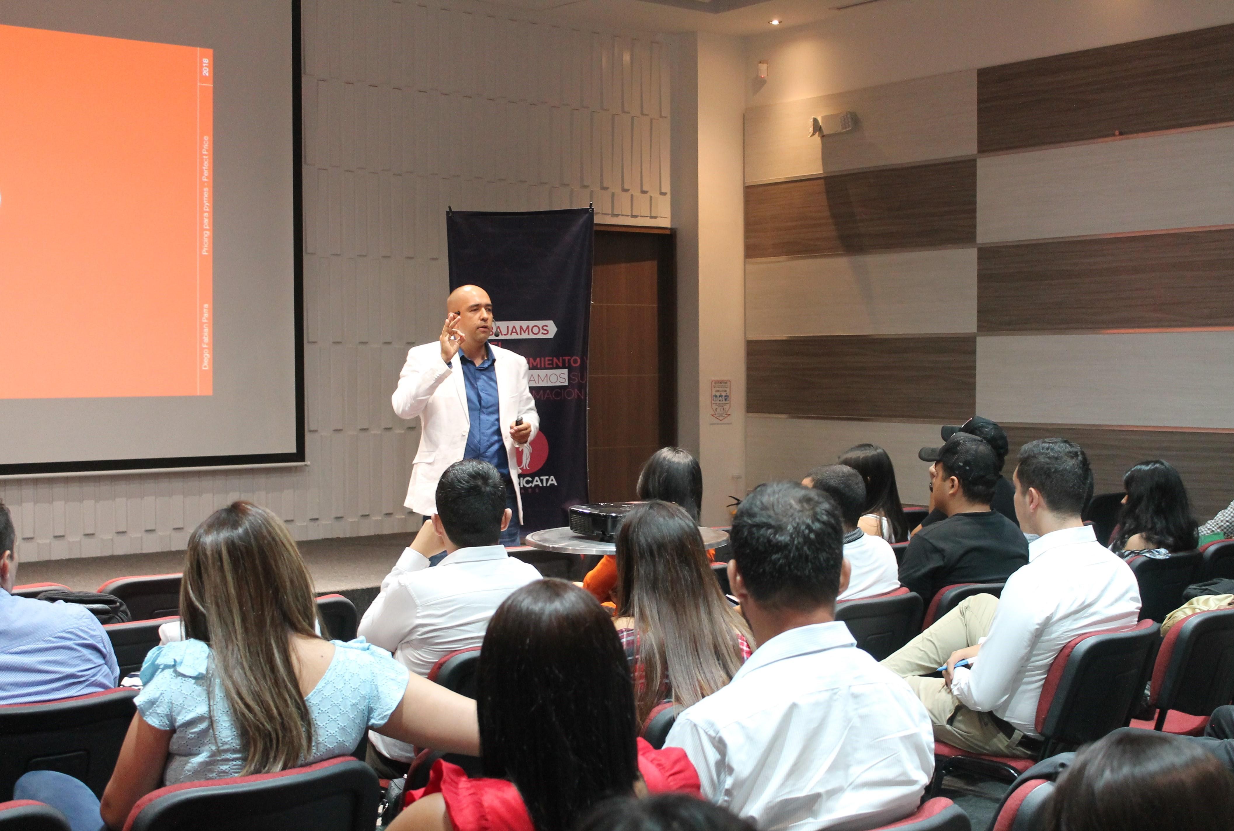 https://suricatalabs.com/wp-content/uploads/2019/09/diego-parra-en-charla-para-emprendedores.jpg